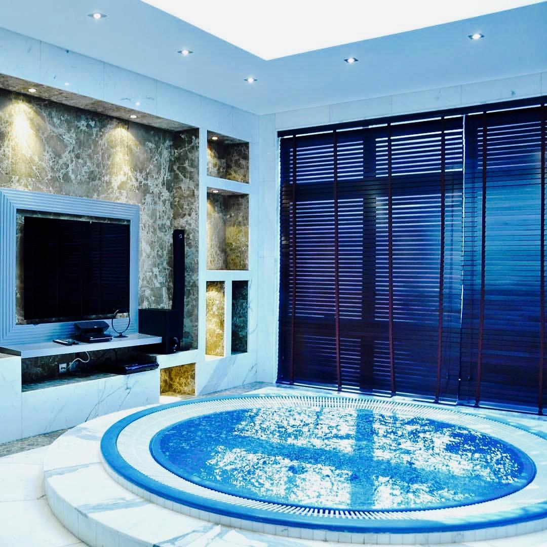 Dubai decor design interior jacuzzi, custom made by Emirates Décor