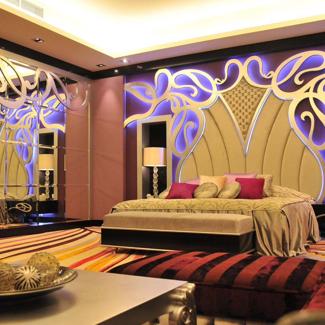 For the purple lovers, Emirates Décor purple home bed